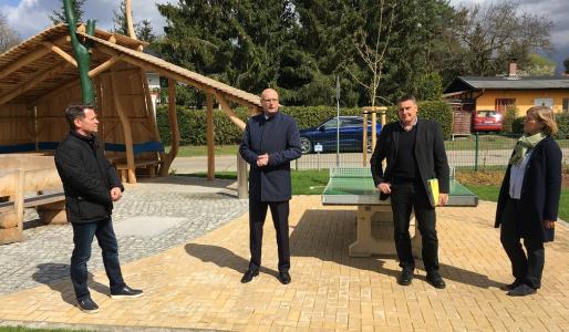 v.l.n.r.: Bürgermeister Steffen Apelt, Landrat Ludger Weskamp, Projektleiter Kai-Uwe John und Planerin Verena von Löbbecke (Foto: Kübler)