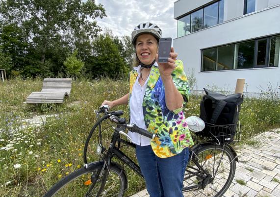 Klimaschutzmanagerin Heiderose Ernst lädt zum Stadtradeln ein. Mit einer App werden alle Fahrten leicht erfasst.