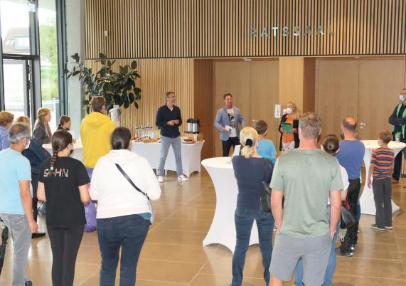 Zur Siegerehrung trafen sich mehrere Stadtradeln-Teams im Rathaus.