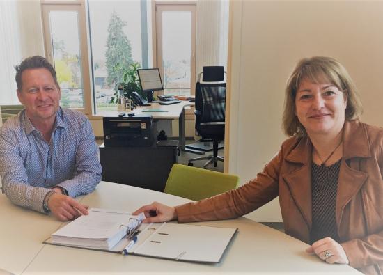 Bürgermeister Steffen Apelt und Kämmerin Michaela Müller-Lautenschläger präsentieren den Haushalt 2021